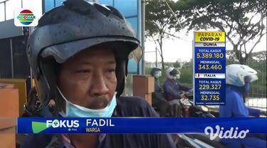 Ribuan sepeda motor, Sabtu sore rela mengantre di pintu masuk Jembatan Suramadu sisi Surabaya. Mereka hendak menyeberang ke Madura untuk mudik satu hari menjelang Lebaran.
