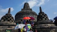 Usai insiden turis Prancis mengenakan kaus palu arit, pengelola memperketat pengecekan pintu masuk Candi Borobudur, Muntilan, Magelang, Jawa Tengah. (Liputan6.com/Fajar Abrori)