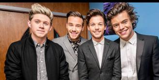Situs resmi One Direction merilis foto pertama boy band asal London tersebut tanpa Zayn Malik yang baru saja mengunndurkan diri.