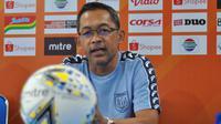 Pelatih Persela Lamongan, Aji Santoso. (Bola.com/Iwan Setiawan)