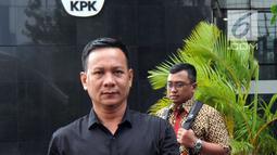 Gaya pengusaha Jambi, Ahmad Jais usai menjalani pemeriksaan di Gedung KPK, Jakarta, Kamis (3/5).  Ahmad Jais diperiksa sebagai saksi untuk tersangka Plt Sekda Provinsi Jambi nonaktif Arfan. (Merdeka.com/Dwi Narwoko)