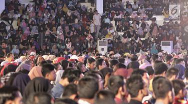 Para peserta Emtek Goes To Campus (EGTC) 2018 memadati Auditorium Universitas Muhammadiyah Malang (UMM) di Kota Malang, Rabu (26/9). Acara yang memadukan kegiatan edukasi dan entertainment ini digelar pada 26-27 September 2018. (Liputan6.com/Johan Tallo)