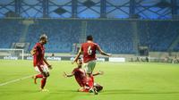 Kadek Agung - Bek Bali United ini sempat sering salah oper bola lantaran kaget dengan pressing ketat Thailand di awal-awal laga. Meski demikian Kadek justru mampu bangkit dan mencetak gol penyeimbang di menit 38. (PSSI)