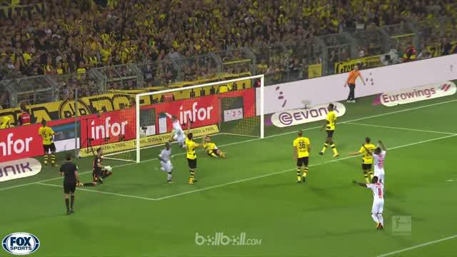 Berita video highlights Bundesliga 2017-2018, Borussia Dortmund vs RB Leipzig dengan skor 2-3. This video presented by BallBall.