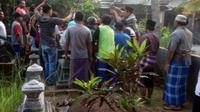 Sekelompok warga di Bantul, Yogyakarta nekat makamkan jenazah pasien Covid-19 tanpa protokol kesehatan. (Foto: Istimewa)