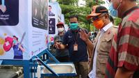 Balai Latihan Kerja (BLK) Samarinda memberikan bantuan Alat Pelindung Diri (APD) kepada masyarakat Kota Samarinda, Kalimantan Timur. (Dok Kemnaker)