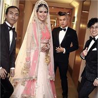 Gaun pernikahan Nita Sofiani saat dinikahi Vin Rana (via Instagram/alstonstephanus)
