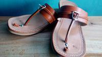 Pada masanya, sandal tarumpah asal Garut, Jawa Barat selalu menjadi barang pilihan para menak dan bangsawan dalam berbagai hajatan dan kegiatan (Liputan6.com/Jayadi Supriadin)