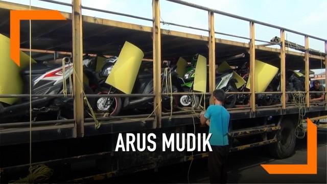 Pemprov DKI mengerahkan 36 truk mengangkut 740 motor para pemudik dalam program mudik gratis Pemprov DKI Jakarta. Sementara pemulikny akan diangkut menggunakan bus dari Monas.