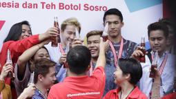 Para atlet saat pemberian apresiasi dari McDonald's dan Teh Botol Sosro di Sarinah, Jakarta, Rabu (5/9/2018). Peraih medali dari cabor bulutangkis dan wushu mendapat penghargaan berupa logam mulia. (Bola.com/M Iqbal Ichsan)
