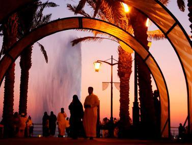 Menikmati Keindahan Air Mancur Raja Fahd di Laut Merah