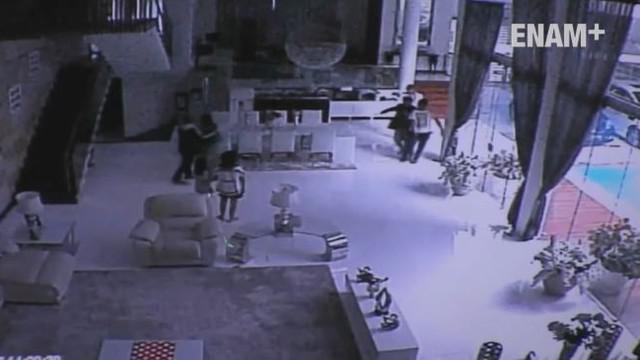 Polda Metro Jaya memutar rekaman lengkap CCTV pelaku perampokan Pulomas