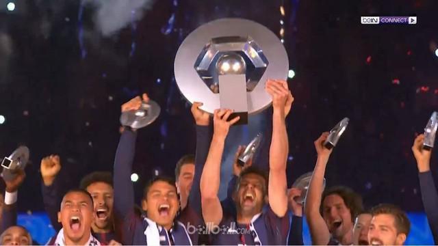 Berita video PSG berpesta juara Ligue 1 2017-2018 setelah laga kekalahan dari Rennes 0-2. This video presented by BallBall.