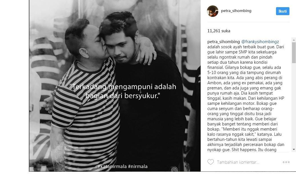 Petra Sihombing dicium sang ayah (Foto: Instagram)