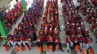 Sebanyak 358 calon jemaah haji kloter 1 Embarkasi Solo asal Kabupaten Sukoharjo tiba di Asrama Haji Donohudan Boyolali, Sabtu (5/7).(Liputan6.com/Fajar Abrori)