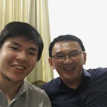 Nicholas Sean dan sang ayah, Basuki Tjahaja Purnama alias Ahok. (dok. Instagram @nachoseann/https://www.instagram.com/p/BtAIjmFFENQ/Asnida Riani)