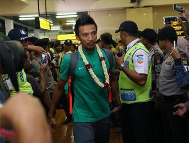 20161218-Dengan Kepala Tegak, Timnas Indonesia Tiba Kembali di Tanah Air-Jakarta