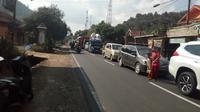 Antrian kendaraan via jalur Garut Kota (Liputan6.com/Jayadi Supriadin)