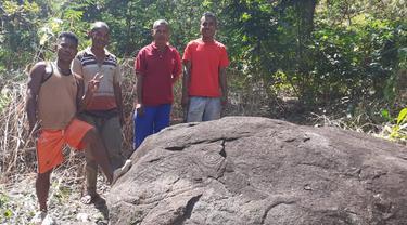Ukiran Kuno di Batu