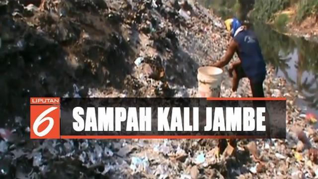 Sampah-sampah dari kali justru ditumpuk sembarangan di pinggir kali hingga di tanah warga dan tanah irigasi seluas 600 meter persegi.