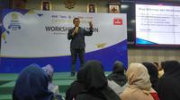 Redaktur Pelaksana Liputan6.com, Harun Mahbub, membagikan jurus-jurus menjadi jurnalis zaman now di forum Emtek Goes to Campus 2019 Yogyakarta. (Liputan6.com/ Switzy Sabandar)