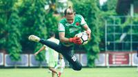 Kiper PSM Makassar, Rivki Mokodompit. (Bola.com/Abdi Satria)