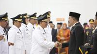 Gubernur Jawa Barat Ridwan Kamil melantik Wali Kota Bandung Oded M Danial, Kamis (20/9/2018). (Dok. Humas Kota Bandung/Huyogo Simbolon)