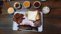 Bastard Platter, menu makan besar dengan 1 Kg daging dari Carne Smokehouse