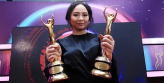 Gita Gutawa merupakan salah satu artis Indonesia yang rendah hati dan pintar. Ia merupakan artis yang menyandang gelar S2. Pantas jika banyak orang yang mengidolakannya. (Deki Prayoga/Bintang.com)