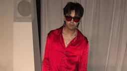 Penampilan Kris Wu dengan kacamata berwarna senada dengan pakaiannya pun tampak menarik. Gaya rambut Kris Wu juga tampak tak berubah.  (Liputan6.com/IG/@kriswu)
