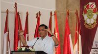 Jenderal purnawirawan Luhut Binsar Panjaitan memberi sambutan di Deklarasi Dukungan Jokowi-Ma'ruf Amin sebagai Capres dan Cawapres 2019, Jakarta, Minggu (12/8). Cakra berarti pusat energi, roda atau lingkaran kekuatan positif. (Liputan6.com/Fery Pradolo)