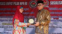 Ketua MPR RI Zulkifli Hasan memberikan apresiasinya pada Guru TK dan SDIT yang menanamkan nilai nilai agama dan ke Indonesiaan sejak dini.