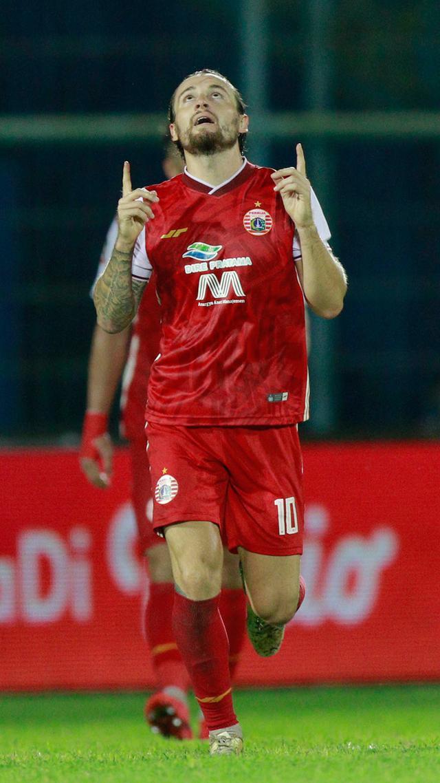 Pemain Persija Marc Klok (Bola.com/M Iqbal)