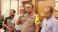 Kapolda Jawa Timur Irjen Luki Hermawan saat memberikan keterangan pers, Sabtu (7/9/2019). (Liputan6.com/Dian Kurniawan)