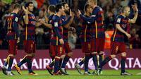 Para pemain Barcelona merayakan gol ke gawang Valencia pada leg pertama semifinal Copa del Rey di Camp Nou, Kamis (4/2/2016). (Liputan6.com/REUTERS/Albert Gea)