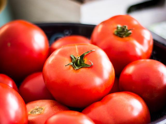 Cara Membuat Masker Tomat Untuk Wajah Jerawat Menghilangkan Bekas Jerawat Dan Mencerahkan Wajah Beauty Fimela Com
