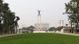 Pemandangan Lapangan Banteng di Jakarta, Selasa (3/7). Lapangan Banteng kini dilengkapi dengan lapangan bola, jogging track, lapangan voli, lapangan basket, dan juga lahan yang dipakai bermain badminton. (Liputan6.com/Immanuel Antonius)