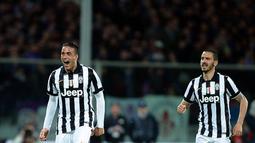 Penyerang Juventus, Alessandro Matri (kiri) merayakan selebrasi usai mencetak gol  pada leg kedua Semifinal  Coppa Italia di stadion Artemio Franchi, Italia, Rabu (8/4/2015). Juventus menang 3-0 atas Fiorentina. (AFP PHOTO/Filippo Monteforte)