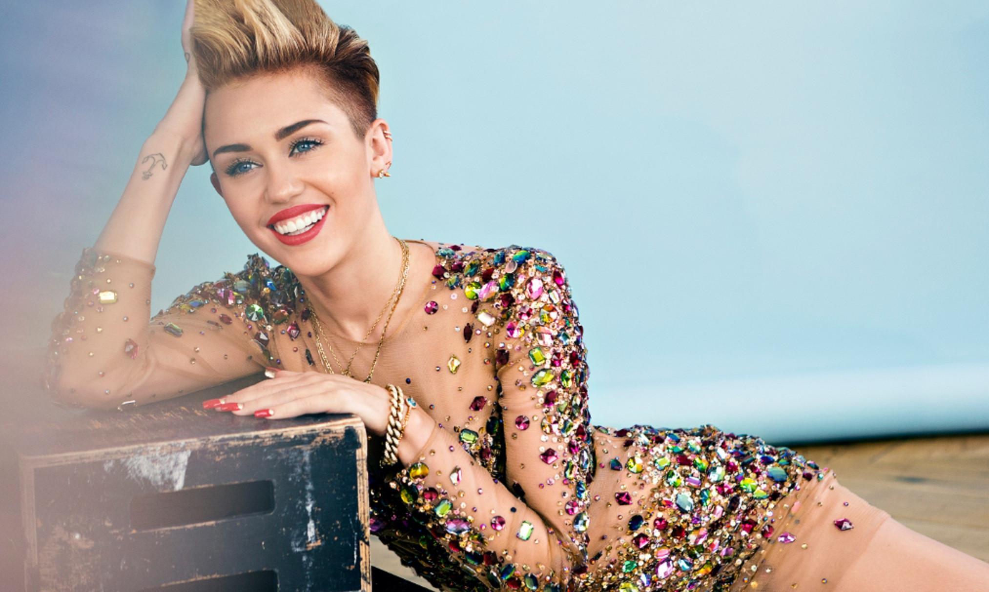 Miley Cyrus (Cosmopolitan)