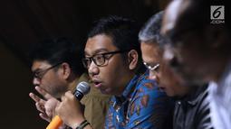 Peneliti Indonesia Corruption Watch (ICW), Kurnia Ramadhana saat diskusi bertema KPK adalah Kunci yang digelar di Jakarta, Sabtu (7/9/2019). Diskusi membahas polemik revisi UU KPK dan dampaknya. (Liputan6.com/Helmi Fithriansyah)