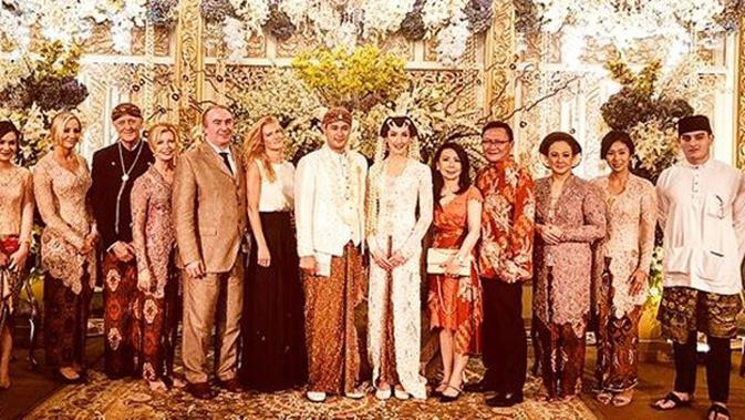 Momen pernikahan Panji Trihatmodjo dengan Varsha Strauss. (Instagram/ibnuriza)#source%3Dgooglier%2Ecom#https%3A%2F%2Fgooglier%2Ecom%2Fpage%2F%2F10000