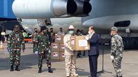 Menteri Pertahanan Prabowo Subianto Menerima Bantuan Alat Kesehatan (Alkes) dari China, yang digunakan untuk penanganan virus Corona atau Covid-19 di Indonesia.
