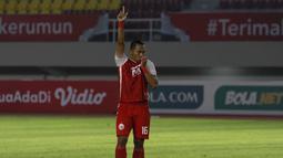 Selebrasi pemain Persija Jakarta, Toni Sucipto usai berhasil menjebol gawang PSM Makassar dalam babak adu penalti leg kedua semifinal Piala Menpora 2021 di Stadion Manahan, Solo, Minggu (18/4/2021). Persija menang 4-3 atas PSM. (Bola.com/Ikhwan Yanuar)