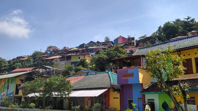 Sensasi Rekreasi Unik Di Kampung Pelangi Kota Semarang News Liputan6 Com