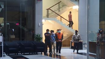 Wakil Ketua DPR Azis Syamsuddin Kenakan Rompi Oranye Tahanan KPK