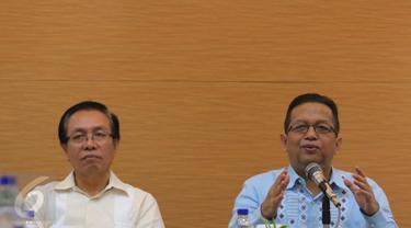 Ketua KEIN Soetrisno Bachir memberikan keterangan pada saat FGD Komite Ekonomi dan Industri Nasional (KEIN) di Jakarta, Rabu (5/10). KEIN tengah menyusun peta jalan (roadmap) industrialisasi sektor pariwisata. (Liputan6.com/Angga Yuniar)
