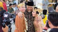 Indro Warkop menjadi saksi dan mewakili keluarga dalam pernikahan anak bungsu Dono Warkop. (dok. Instagram @indrowarkop_asli/https://www.instagram.com/p/B9KE0CDBMRF/Dinny Mutiah)