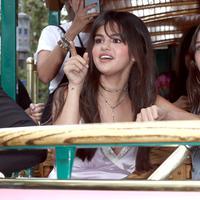 Selena Gomez sempat mendapat ejekan dari seorang desainer, yakni Stefano Gabbana. (FREDERICK M. BROWN / GETTY IMAGES NORTH AMERICA / AFP)