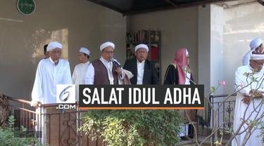 Meski pemerintah sudah menetapkan Idul Adha jatuh tanggal 11 Agustus. Jemaah Pondok Pesantren Al Musariin Basmol baru merayakannya hari ini. Jemaah Ponpes Al Musariin yakin dengan pengamatan hilal yang dilakukannya secara turun temurun.