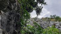 Penampakan kawasan tambang limestone milik PT SBA di Aceh Besar (Liputan6.com/Rino Abonita)